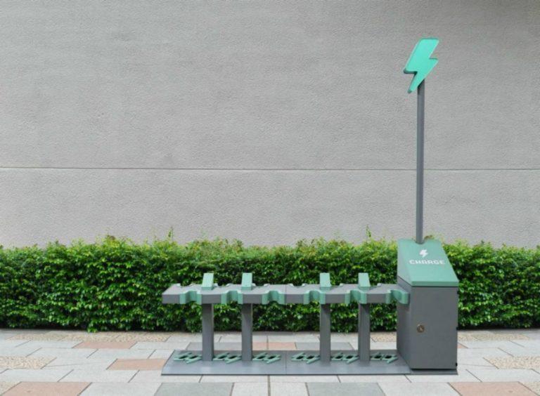 Trottinettes électriques : des bornes de recharges universelles à Paris